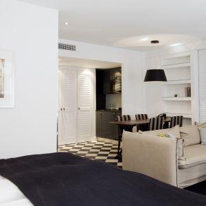 Tilava ja hyvin varustettu huone Helsingin keskustassa, Hotel Fabianissa